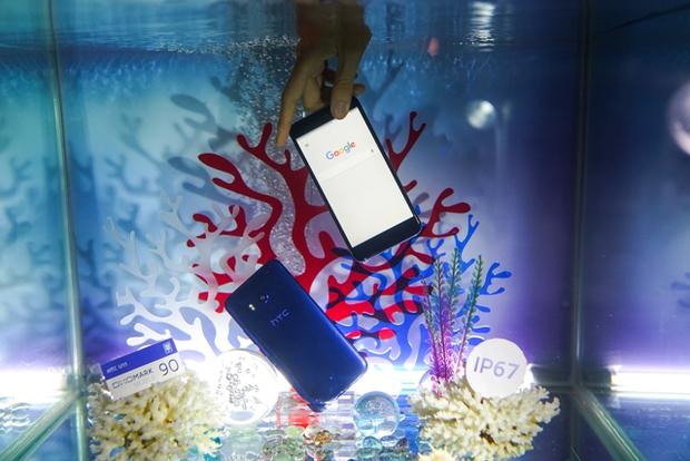 Smartphone có tính năng bóp viền cảm ứng HTC U11 chính thức ra mắt tại thị trường Việt Nam, giá gần 17 triệu đồng - Ảnh 10.