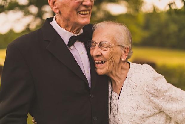 Mối tình già son sắt của cặp vợ chồng trong bộ ảnh kỉ niệm 65 năm ngày cưới khiến ai cũng thầm ao ước - Ảnh 10.