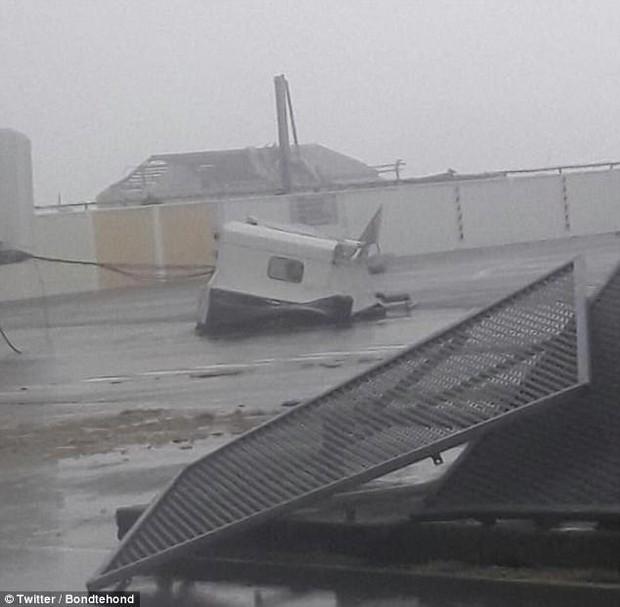 Sân bay quốc tế nổi tiếng thế giới tan hoang không nhận ra sau siêu bão Irma - Ảnh 3.