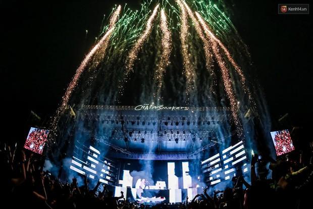 The Chainsmokers khiến khán giả Việt Nam vỡ òa với màn biểu diễn đầy nhiệt huyết suốt 2 tiếng - Ảnh 12.