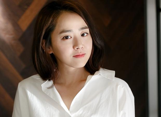 Em gái quốc dân Moon Geun Young ngày càng hở bạo, khoe đôi chân nuột bất ngờ - Ảnh 10.