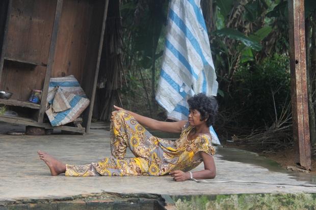 Người mẹ già xin từng bữa ăn nuôi 4 người con tâm thần ngã quỵ khi người con gái út té sông mà chết - Ảnh 10.