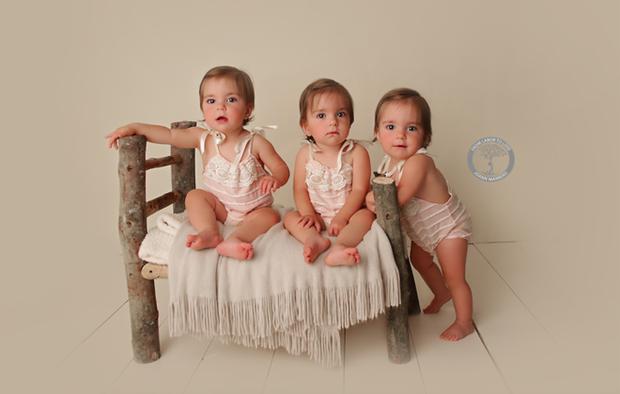 Bộ ảnh dễ thương của 3 bé sinh ba tự nhiên hiếm gặp trên thế giới - Ảnh 10.