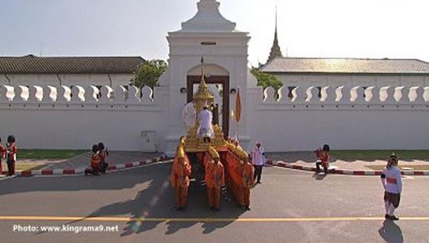Thái Lan: Quân đội nấu ăn cho người dân đến viếng Quốc vương - Ảnh 10.