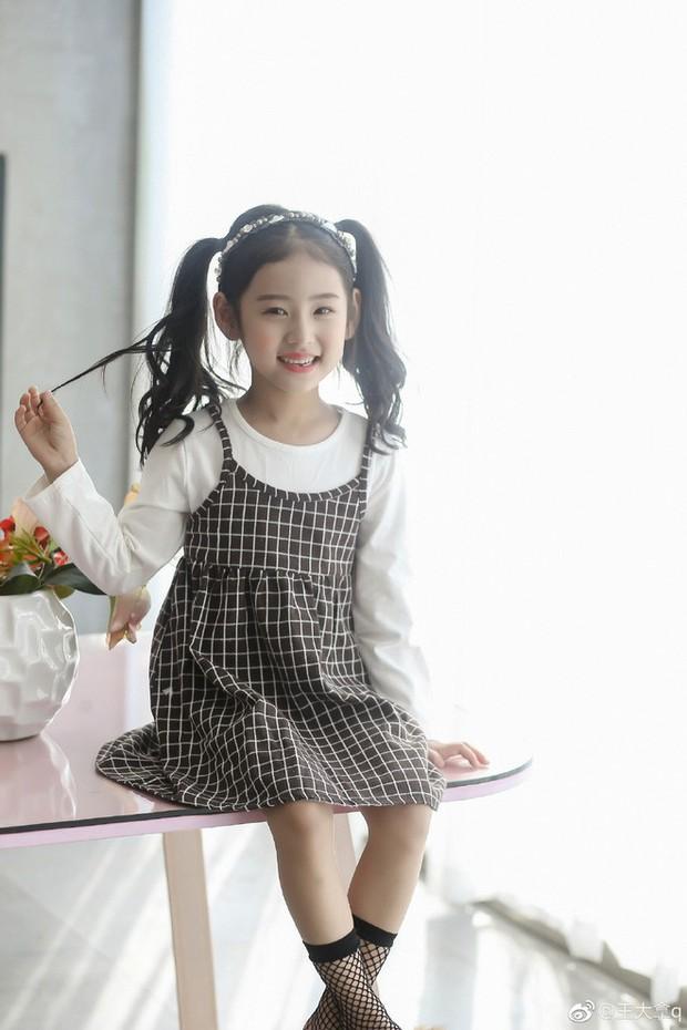 Tiểu tiên nữ có vẻ đẹp giống hệt Trương Bá Chi được dự đoán sẽ trở thành hot girl tương lai - Ảnh 10.