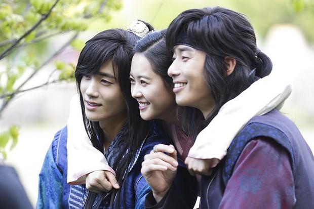 6 nam phụ được yêu thích nhất màn ảnh Hàn 2017 - Ảnh 10.