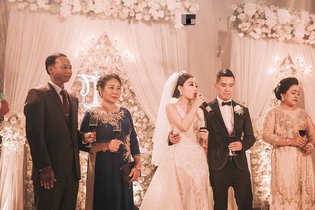 Đám cưới sang chảnh với 10.000 bông hoa tươi và váy đính 5.000 viên pha lê của cô dâu xinh đẹp ở Hà Nội - Ảnh 10.