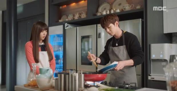 Quá manh động, Yoo Seung Ho không sợ ngứa, kề sát môi robot - Ảnh 19.