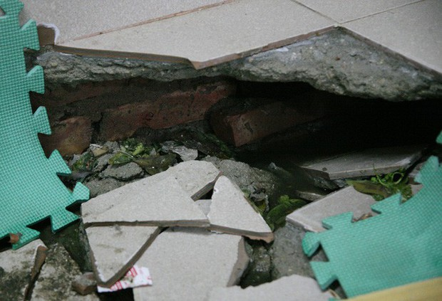 Hà Nội: Hàng chục người tháo chạy vì nền nhà sụt lún, nổ lớn trong đêm - Ảnh 10.