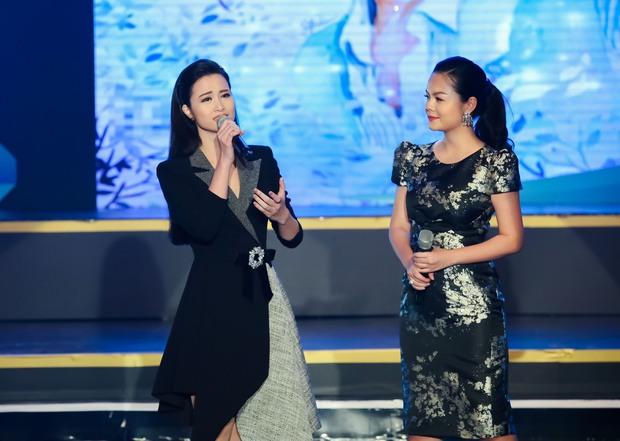 Đông Nhi - Phạm Quỳnh Anh nghẹn ngào trên sân khấu tưởng nhớ 4 năm ngày mất của Wanbi Tuấn Anh - Ảnh 3.
