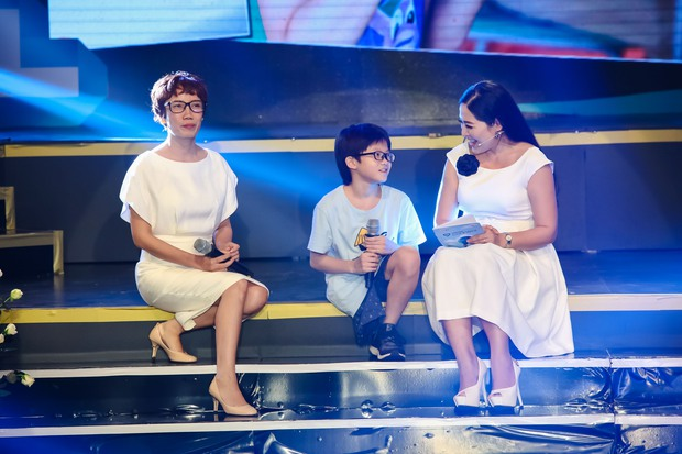 Đông Nhi - Phạm Quỳnh Anh nghẹn ngào trên sân khấu tưởng nhớ 4 năm ngày mất của Wanbi Tuấn Anh - Ảnh 8.