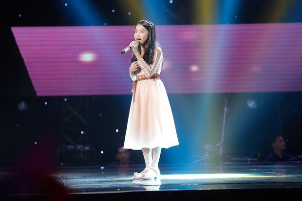 Chạy ào lên đón thí sinh nhưng bị từ chối, Vũ Cát Tường có giây phút bẽ bàng nhất lịch sử Giọng hát Việt nhí - Ảnh 24.
