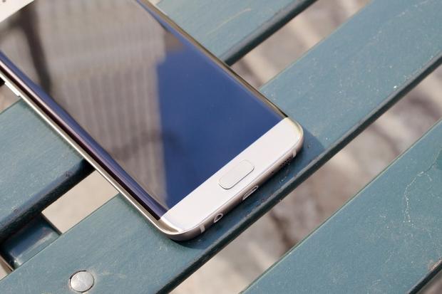 5 smartphone đáng mua có thời lượng pin tốt nhất hiện nay - Ảnh 1.