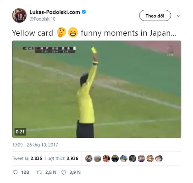 Cầu thủ Nhật Bản chơi bẩn, cựu danh thủ Đức ngơ ngác nhận thẻ vàng - Ảnh 2.
