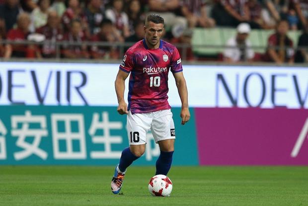 Cầu thủ Nhật Bản chơi bẩn, cựu danh thủ Đức ngơ ngác nhận thẻ vàng - Ảnh 3.