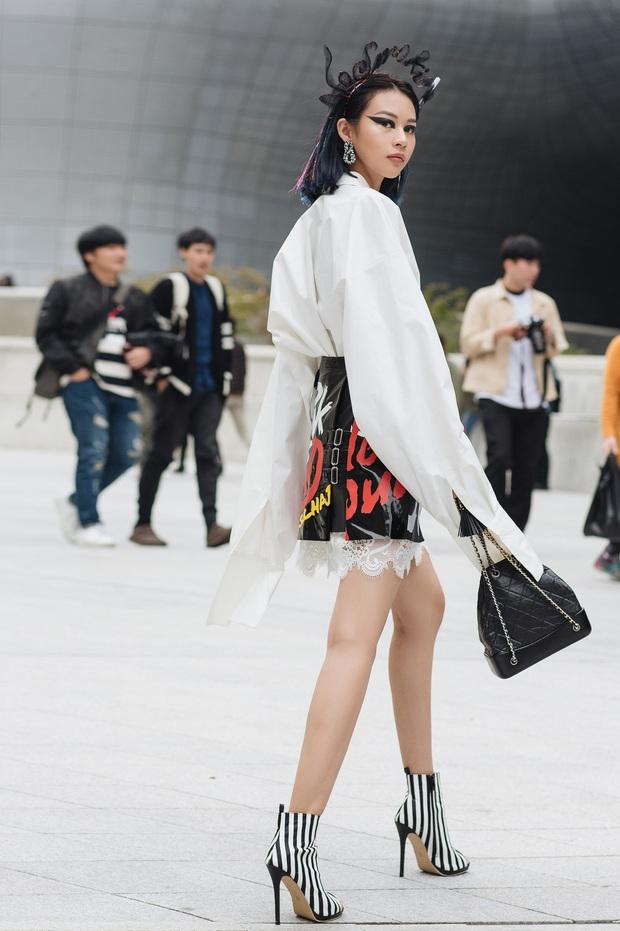 Châu Bùi, Phí Phương Anh, Jolie Nguyễn dắt nhau vào list những người mặc đẹp nhất Seoul Fashion Week của tạp chí Vogue - Ảnh 2.