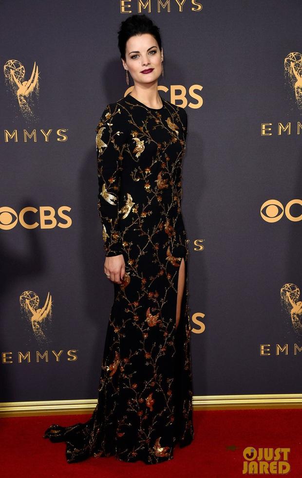 Thảm đỏ Emmy 2017: Dàn mỹ nhân xúng xính váy áo lộng lẫy như những công chúa, bà hoàng trong cổ tích - Ảnh 5.