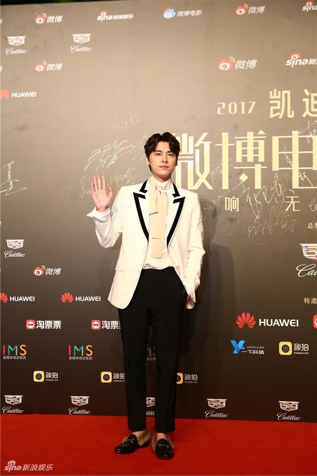Thảm đỏ Weibo Films Night: Dương Mịch khoe vòng một căng đầy, Mỹ Nhân Ngư Lâm Duẫn sang chảnh đè bẹp đồng nghiệp - Ảnh 21.