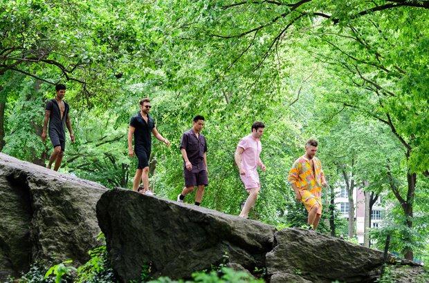 Thử mặc romper của con gái, 5 trai đẹp lại có 5 trải nghiệm hoàn toàn khác nhau - Ảnh 1.