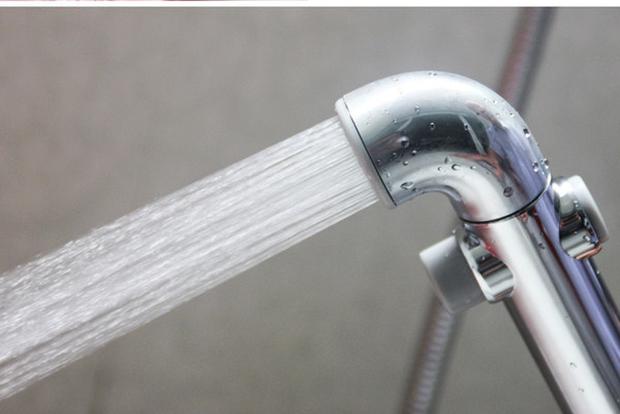 Nên chùi hay rửa sau khi đi cầu? Bài học lớn từ Mỹ - đất nước không bao giờ dùng vòi xịt - Ảnh 1.