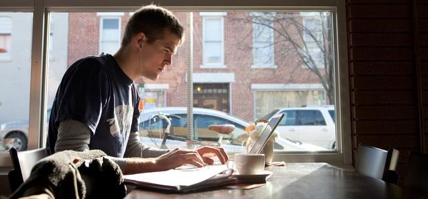 Người Nhật đã chứng minh: làm việc ở quán cafe cho năng suất cao hơn văn phòng công ty - Ảnh 1.