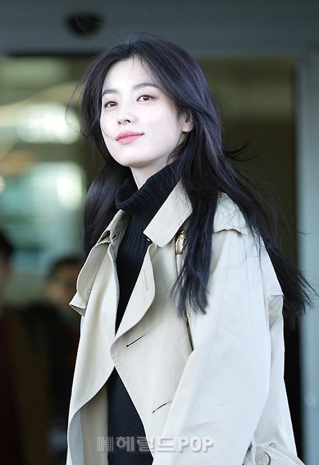 Chỉ với 2 hình ảnh sân bay chớp nhoáng này, Han Hyo Joo đã vươn lên thành nữ hoàng nhan sắc Kbiz? - Ảnh 5.