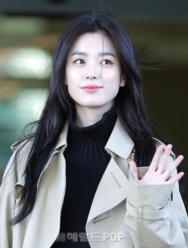Chỉ với 2 hình ảnh sân bay chớp nhoáng này, Han Hyo Joo đã vươn lên thành nữ hoàng nhan sắc Kbiz? - Ảnh 6.
