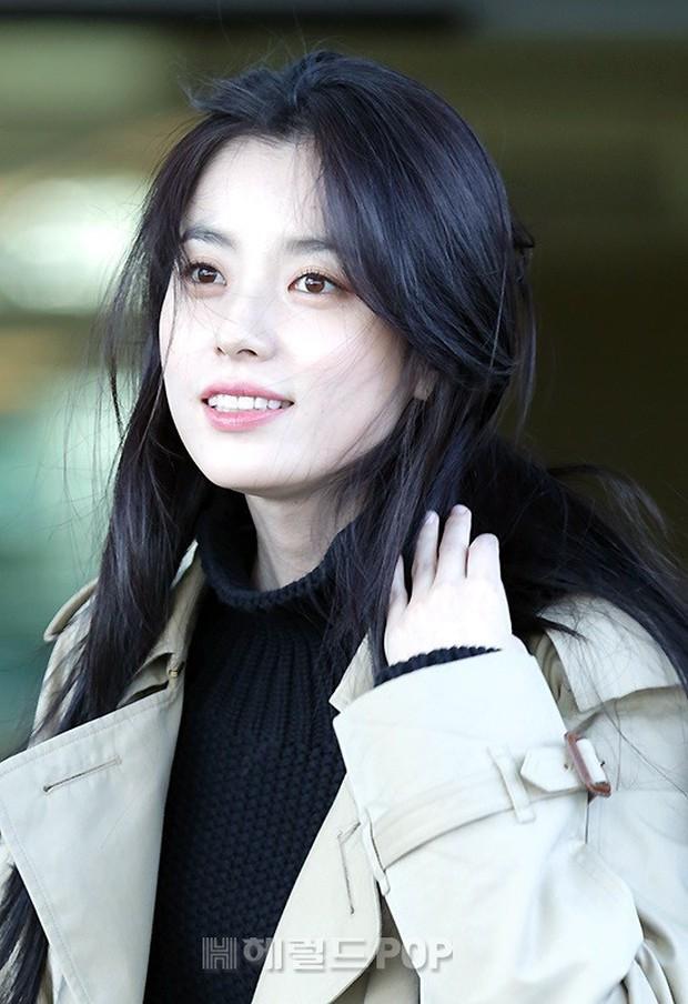 Chỉ với 2 hình ảnh sân bay chớp nhoáng này, Han Hyo Joo đã vươn lên thành nữ hoàng nhan sắc Kbiz? - Ảnh 9.