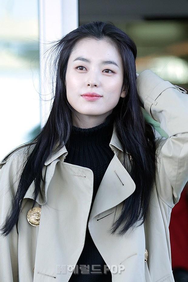 Chỉ với 2 hình ảnh sân bay chớp nhoáng này, Han Hyo Joo đã vươn lên thành nữ hoàng nhan sắc Kbiz? - Ảnh 10.