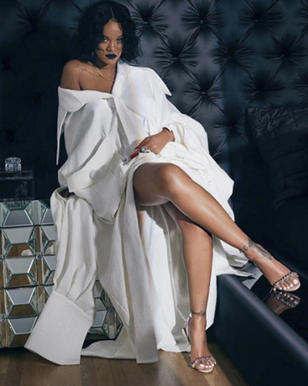 Diện thiết kế hao hao sáng tạo Công Trí dành riêng cho Rihanna, Tóc Tiên có dễ bị đè bẹp? - Ảnh 4.