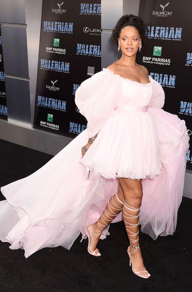 Chẳng khác nào trò cực hình, thế mà Rihanna vẫn cắn răng đi loại giày này liên tục - Ảnh 4.
