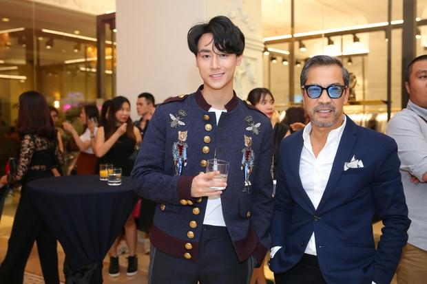 Chi Pu và Phí Phương Anh cùng đọ sắc với tông đen ở sự kiện thời trang, ai mặc đẹp hơn? - Ảnh 17.