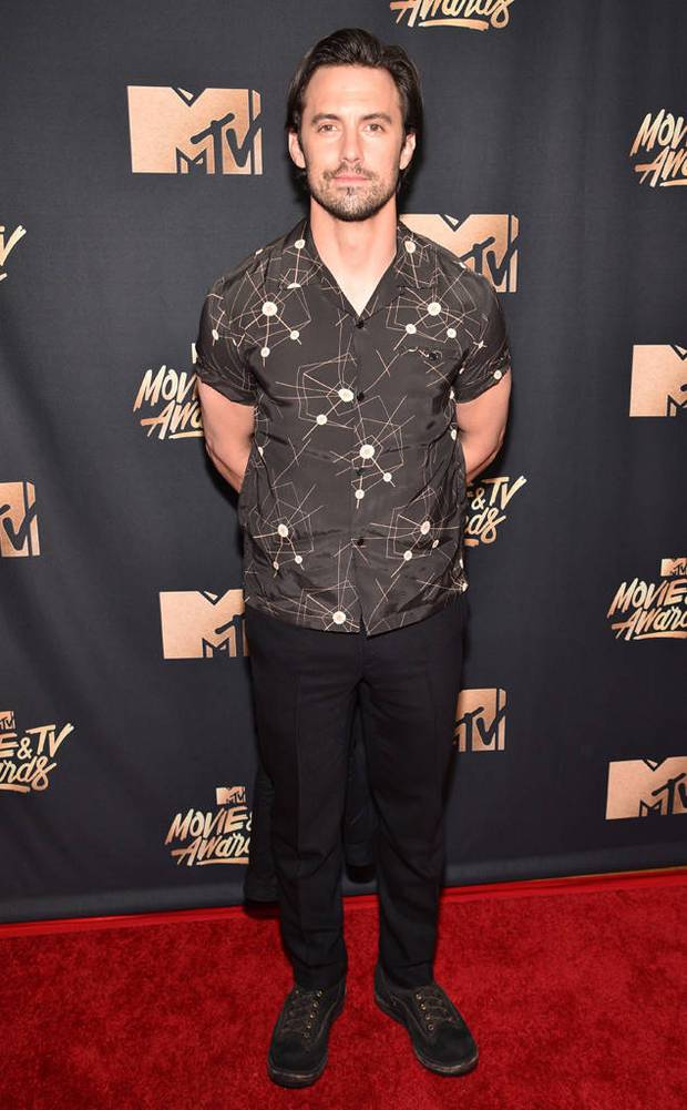 Thảm đỏ MTV Movie & TV Awards: Cara khoe đầu trọc, các sao tạo dáng khó khăn vì mưa đá - Ảnh 23.