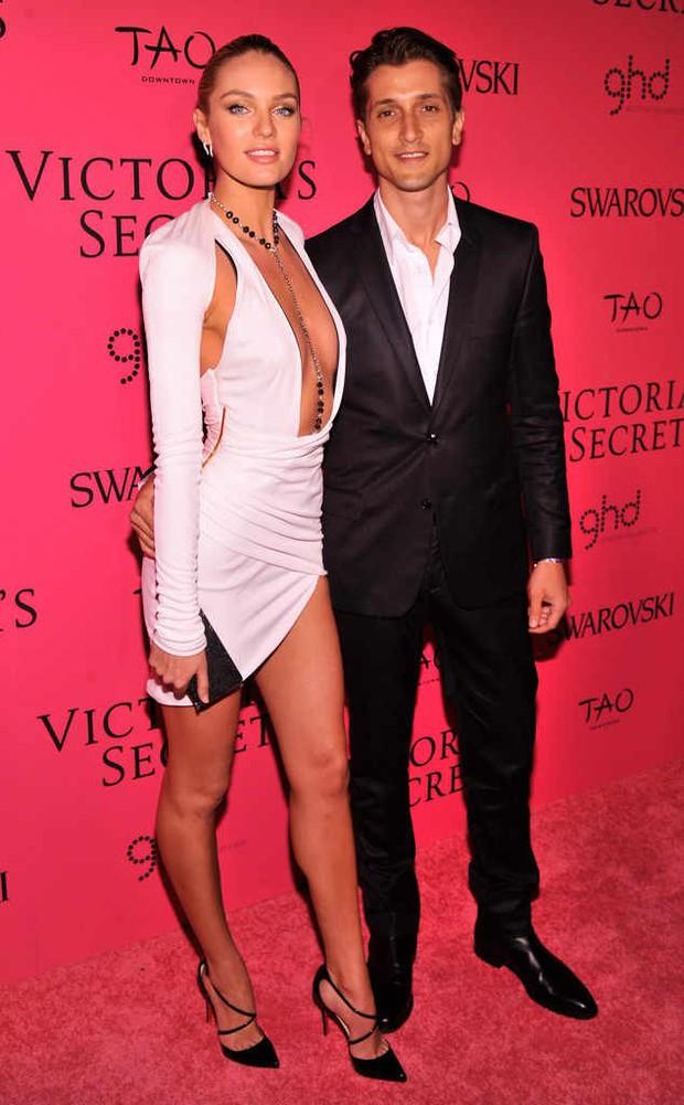 Không hổ danh là thiên thần, Candice Swanepoel đã mang bầu lần 2 mà vẫn bốc lửa như thiêu rụi cả bãi biển - Ảnh 12.