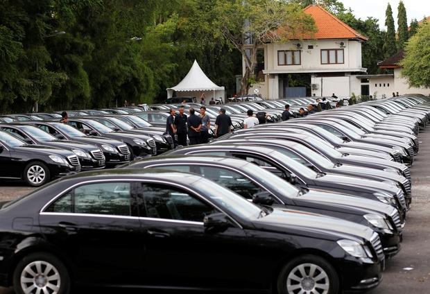 Vua Ả Rập công du Nhật Bản với hàng trăm chiếc limousine và hơn 1.000 người tháp tùng - Ảnh 3.