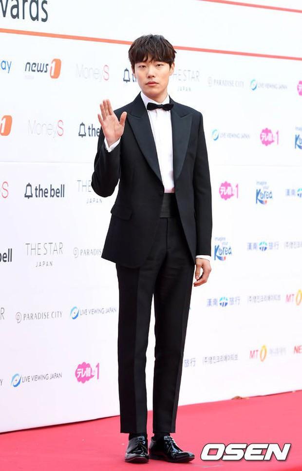 Asia Artist Awards bê cả showbiz lên thảm đỏ: Yoona, Suzy lép vế trước Park Min Young, hơn 100 sao Hàn lộng lẫy đổ bộ - Ảnh 50.