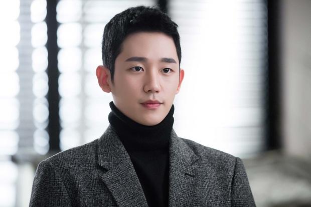 """Ngoài Lee Jong Suk, còn có 5 trai đẹp làm nên sức hút của """"Khi Nàng Say Giấc"""" - Ảnh 1."""