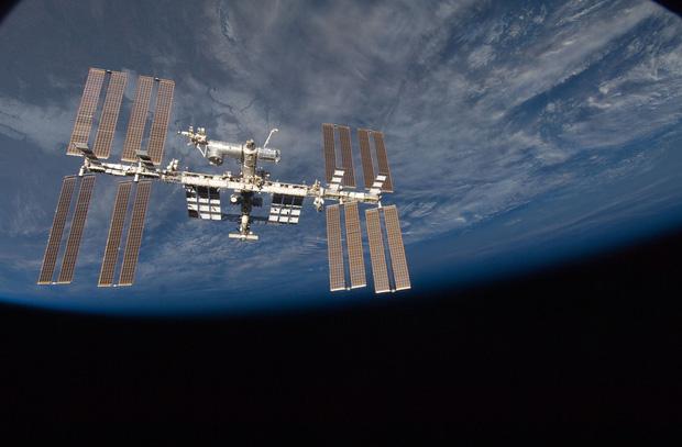 Vi khuẩn trong vũ trụ đang tạo ra hiệu ứng chưa từng có, khiến phi hành gia gặp nguy hiểm - Ảnh 2.