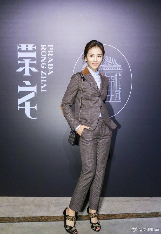 Chán váy vóc bánh bèo, nhiều sao Hoa Ngữ đồng loạt rủ nhau mặc suit đi sự kiện - Ảnh 5.