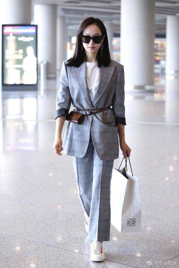 Chán váy vóc bánh bèo, nhiều sao Hoa Ngữ đồng loạt rủ nhau mặc suit đi sự kiện - Ảnh 6.