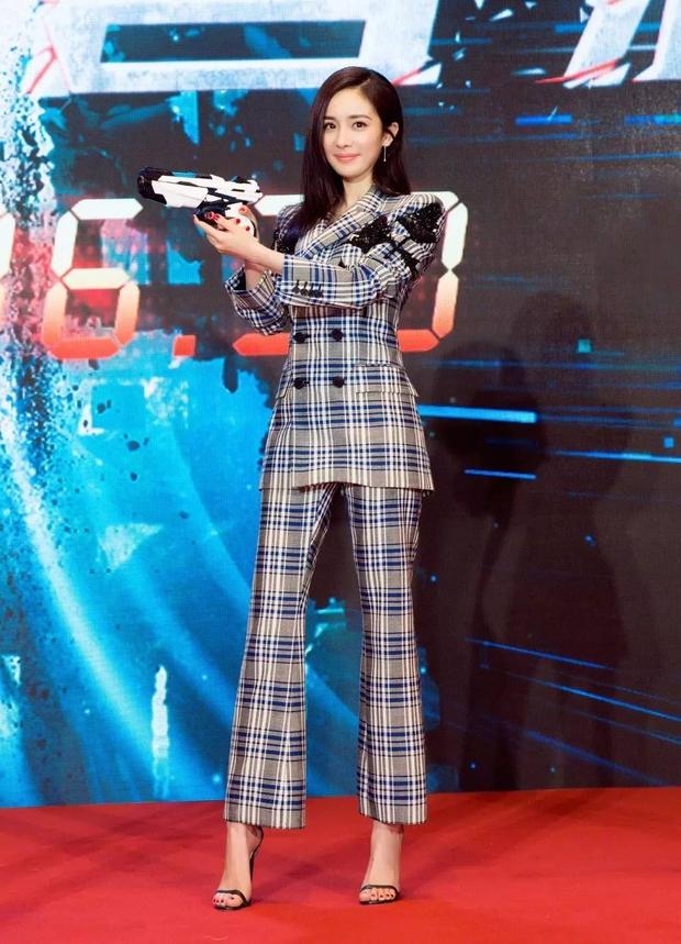 Chán váy vóc bánh bèo, nhiều sao Hoa Ngữ đồng loạt rủ nhau mặc suit đi sự kiện - Ảnh 7.