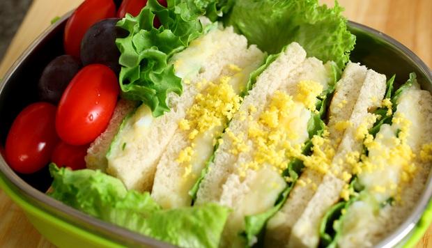 Đem trứng đi trộn salad, tưởng không ngon mà ngon không tưởng - Ảnh 1.