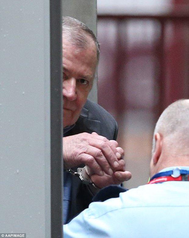 Nhận tội sau 33 năm hãm hiếp và sát hại bé gái 6 tuổi, hung thủ bất ngờ bị bạn tù tấn công dã man - Ảnh 12.