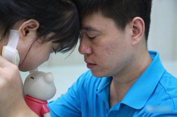 Bé 7 tuổi nguyện từ bỏ cơ hội được điều trị bệnh nguy hiểm để dành tiền cứu chữa cho em gái 1 tuổi - Ảnh 4.