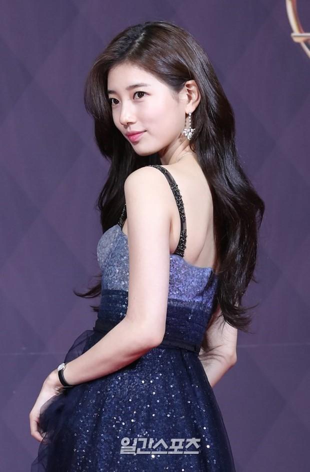 Thật như đùa: Suzy vượt mặt cả Lee Young Ae, thắng giải khủng tại SBS Drama Awards 2017 - Ảnh 1.
