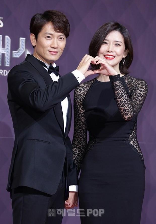 Thật như đùa: Suzy vượt mặt cả Lee Young Ae, thắng giải khủng tại SBS Drama Awards 2017 - Ảnh 2.