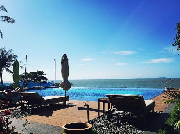 Bạn sẽ mê mẩn 3 hồ bơi tràn bờ biển siêu đẹp và rất gần Sài Gòn này mất! - Ảnh 1.