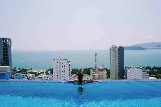 Bạn sẽ mê mẩn 3 hồ bơi tràn bờ biển siêu đẹp và rất gần Sài Gòn này mất! - Ảnh 31.