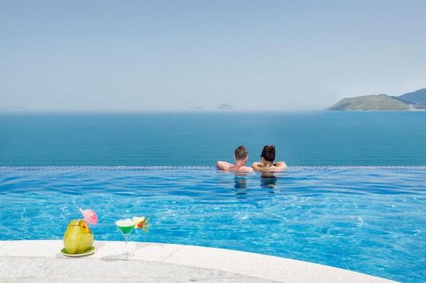 Bạn sẽ mê mẩn 3 hồ bơi tràn bờ biển siêu đẹp và rất gần Sài Gòn này mất! - Ảnh 25.