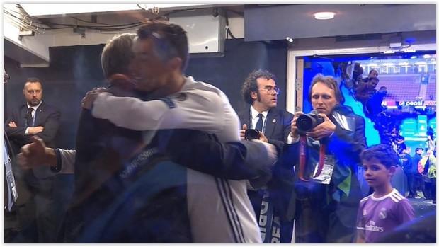 Tình thầy trò đáng ngưỡng mộ của Sir Alex Ferguson và Ronaldo - Ảnh 2.